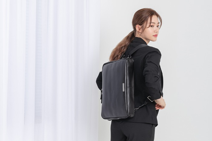 New Classic Document backpack [black solid]